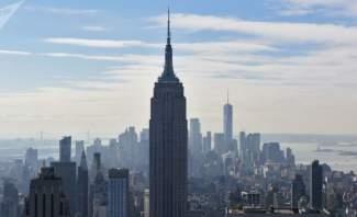 جسم غريب بما يشبه الصحن الطائر يحلق فوق نيويورك