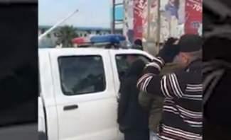 مواطنون إعترضوا سيارة لقوى الأمن وطالبوا عناصرها بتطبيق قانون السير
