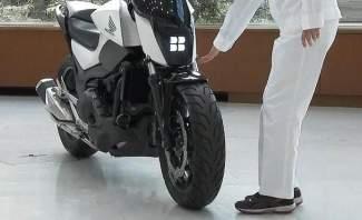 إبتكار دراجة نارية ذاتية التوازن لا تسقط أبدا