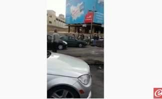 الاعتداء على سيارات المارة في خلدة