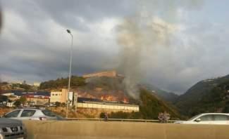 اندلاع حريق ضخم في مستودع حواط للأخشاب في مستيتا جبيل