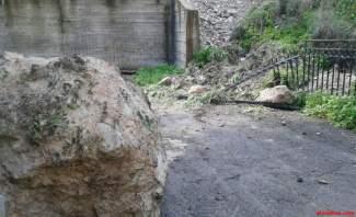 رئيس بلدية كفرنبرخ للنشرة: طلبنا إخلاء بعض المنازل بسبب إنزلاق صخري
