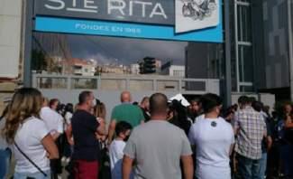 إعتصام للأهالي أمام مدرسة القديسة ريتا في الضبيه رفضا لقرار إقفالها