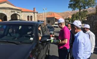 النشرة: مزارعو التفاح في ترشيش وزعوا التفاح على السيارات