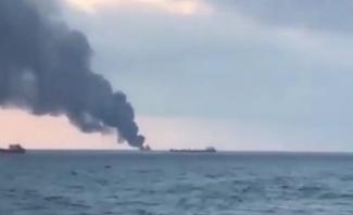 اندلاع حريق في سفينتين بمضيق كيرتش في روسيا ومقتل راكبين