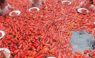 الصين تنظم مسابقة لتحدي أكل الفلفل الحار داخل المياه