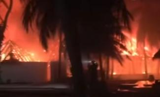 حريق عملاق يلتهم أحد المنتجعات في جزر المالديف
