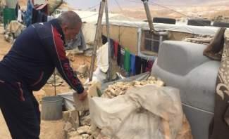 النشرة: إزالة الباطون والجدران الإسمنتية داخل المخيمات النازحين بعرسال