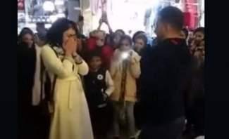 """الشرطة الإيرانية تعتقل شابا عرض الزواج على حبيبته في """"المول"""""""