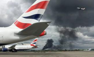 وسائل إعلام بريطانية: حريق هائل بمحيط مطار هيثرو في لندن