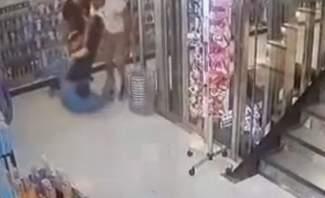 شاب يعتدي بالضرب على مدير إحدى الصيدليات في الشياح بعد خلاف مع خطيبته