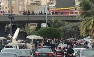 قطع الطريق على مستديرة الكولا رفضاً لاضراب محطات الوقود