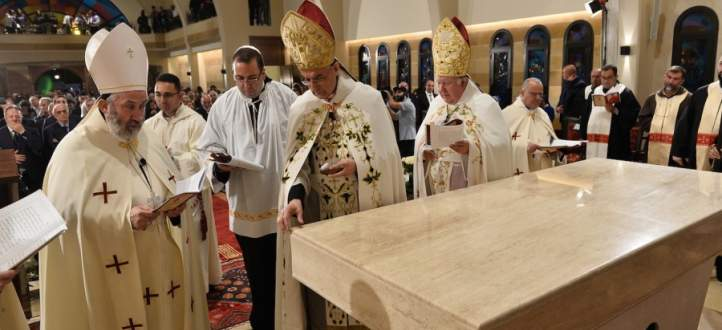 بدء قداس عيد الميلاد برئاسة الراعي في بكركي وحضور رئيس الجمهورية