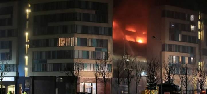 اندلاع حريق في موقف سيارات متعدد الطوابق في مدينة ليفربول البريطانية