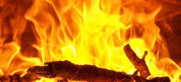 إجلاء أكثر من 700 شخص من منازلهم بسبب خطر حرائق الغابات في إسبانيا
