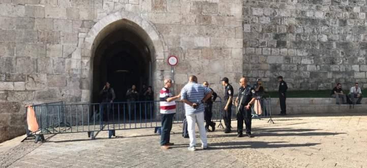 الشرطة الاسرائيلية تحتجز حراس المسجد الاقصى وتصادر هواتفهم المحمولة
