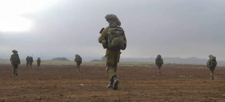 القوات الاسرائيلية تعزز قواتها المدرعة على امتداد الحدود مع قطاع غزة