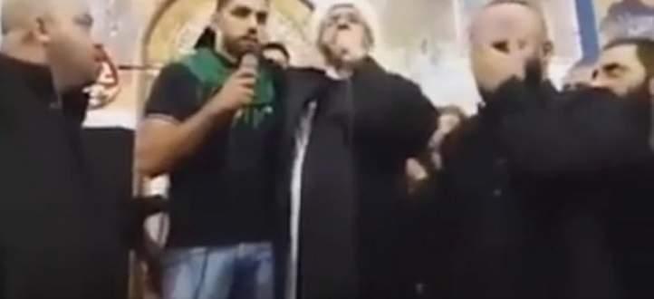 """بعد انتشار فيديو """"التشيّع"""": """"طانيوس"""" يؤكد أنه ليس مسيحياً والأسدي يحمله المسؤولية"""