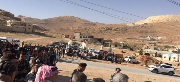 النشرة: عودة دفعة من النازحين السوريين الى بلداتهم بالقلمون