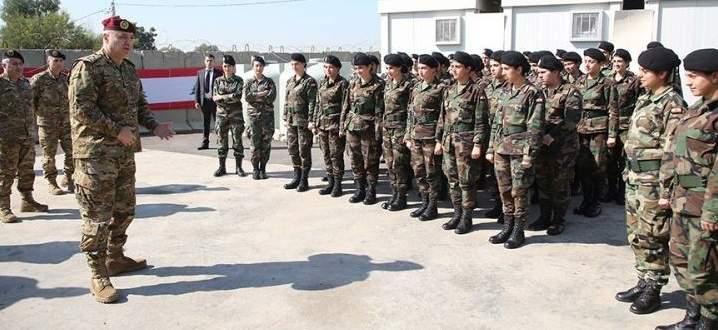 قائد الجيش: العمل على تفعيل دور العسكريين الإناث وزيادة عديدهن مستقبلا