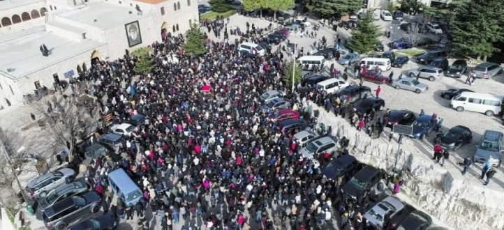 مسيرة حاشدة بعنايا لمناسبة مرور ربع قرن على أعجوبة القديس شربل مع نهاد الشامي
