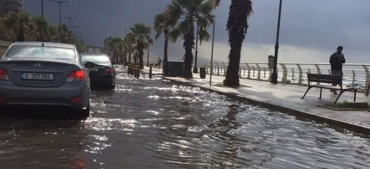 مياه الصرف الصحي غمرت الكورنيش الساحلي في الرملة البيضاء