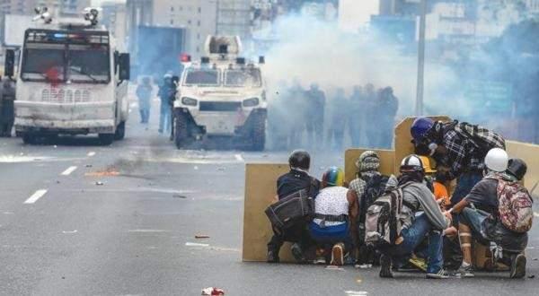 مقتل وإصابة 19 شخصا جراء مظاهرات وأعمال نهب غرب فنزويلا
