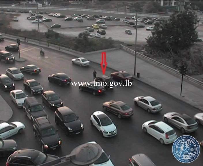 تعطل سيارة عند تقاطع الصيفي باتجاه الوسط التجاري في بيروت