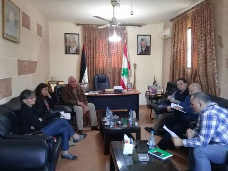 اللواء ابو عرب يلتقي في مكتبه في عين الحلوة وفد الصليب الاحمر الدولي