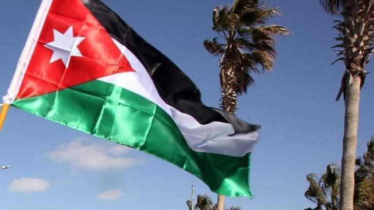 قتيل و3 جرحى في انفجار قنبلة غاز بحافلة للدرك الأردني غربي عمان
