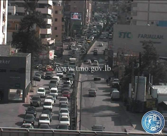 حركة المرور كثيفة من تقاطع السيدة سن الفيل باتجاه جسر الفيات