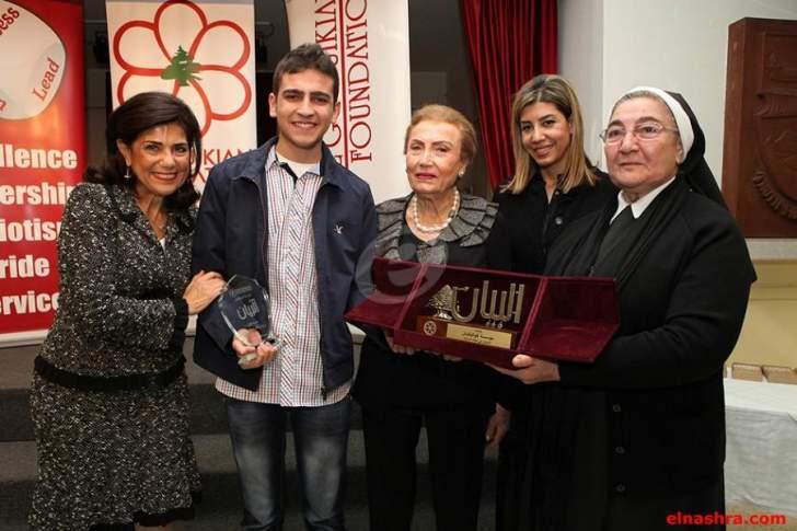 """توزيع جوائز """"البيان"""" على تلاميذ الثانويات اللبنانية-الأرمنية المتفوّقين باللغة العربية"""
