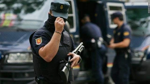 اصابة 38 شخصاً بعد تدخل شرطة اسبانيا لمنع الاستفتاء بكاتالونيا
