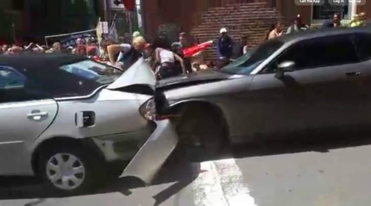 إصابات إثر اقتحام سيارة تجمعا لمناهضي أنصار اليمين المتطرف في فرجينيا