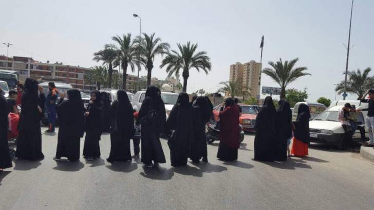 النشرة: وقفة لاهالي الموقوفين برومية للمطالبة باقرار العفو عن ابنائهم