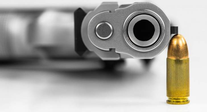 مواطن أطلق النار على منازل في رياق بعد الادعاء عليه بجرم السرقة