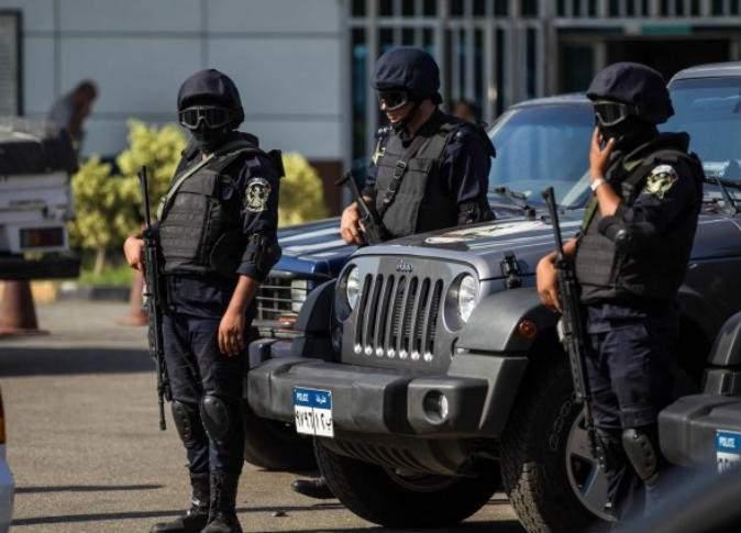 سجن 6 من عناصر من الشرطة المصرية لتعذيبهم رجلا حتى الموت