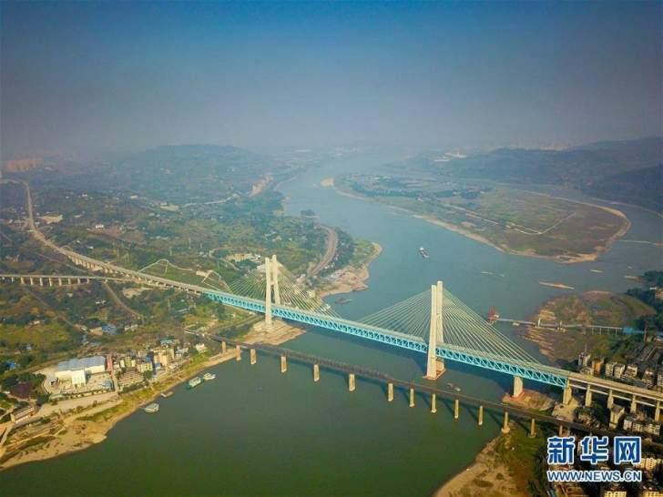 أول جسر معلق من طابقين في العالم تنجزه الصين