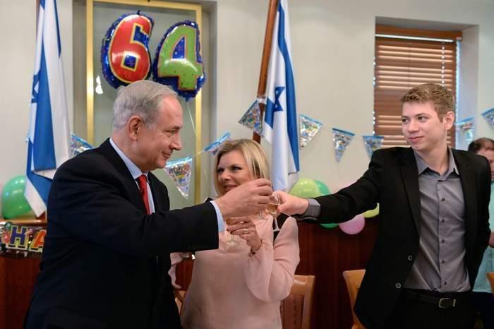 تلفزيون إسرائيلي ينشر تسجيلا صوتيا لنجل نتانياهو خارج نادٍ للتعري