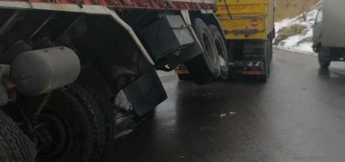 قطع السير المتجه من شتورا باتجاه ضهر البيدر بسبب انقلاب شاحنة بالمحلة