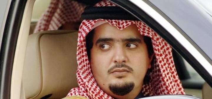 مجتهد الأمير عبد العزيز بن فهد في معتقله في أحد القصور في حالة