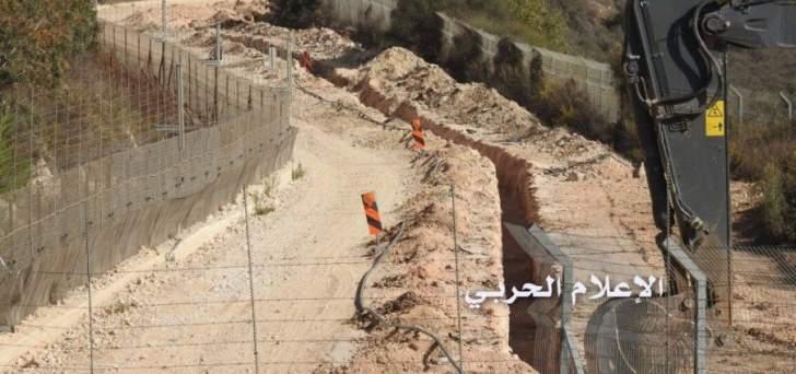 قوات إسرائيل تحفر الطريق الممتدة في القطاع الشرقي عند الحدود اللبنانية