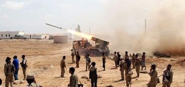 انصار الله استهدفت سفينة حربية للتحالف العربي داخل ميناء المخا باليمن