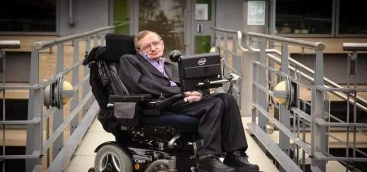 وفاة عالم الفيزياء ستيفن هوكينغ عن عمر يناهز 76 عاما