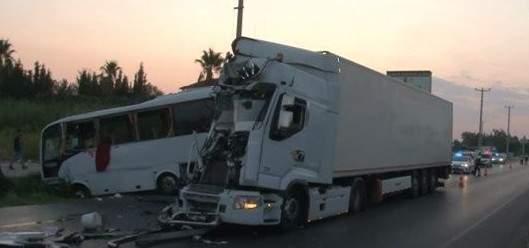 إصابة 11 سائحا روسيا نتيجة حادث سير في مدينة أنطاليا التركية