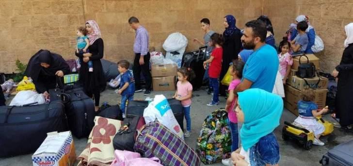 النشرة: 20 عائلة سورية بصيدا تنتظر الحافلات للمغادرة الى سوريا
