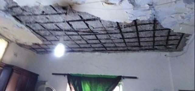 النشرة:نجاة عائلة في مخيم المية ومية بعد انهيار جزء من سقف منزلها