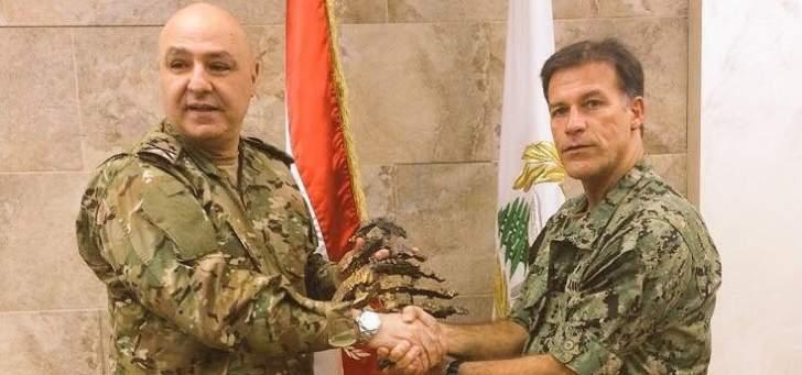 قائد القوات البحرية للقيادة المركزية الاميركية يجتمع بقائد الجيش