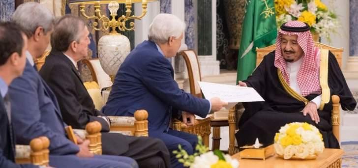 الملك سلمان تسلم رسالة من بوتفليقة