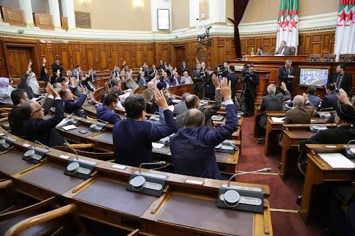 البرلمان الجزائري منح الحكومة الجديدة الثقة